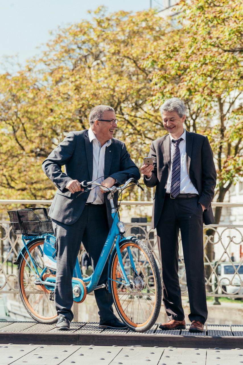 Heel wat verplaatsingen met de auto of leasingwagen kunnen sneller én goedkoper met de fiets, het openbaar of gedeeld vervoer.