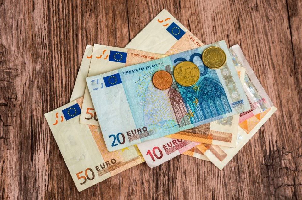 Bestel euromunten en -biljetten online via de KBC-website.