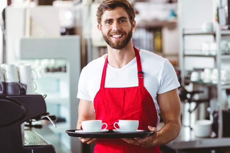 Vous cherchez à travailler dans le secteur de l'HoReCa? Rendez-vous dans quelques cafés et restaurants. Vous y trouvez une affiche «Cherche étudiant»? Bingo! Non? N'hésitez pas à pousser la porte et à demander s'ils cherchent quelqu'un. Et autrement: famille, amis, agences d'intérim, sites d'offres d'emploi, etc.